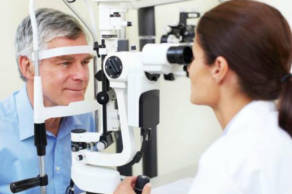580bf3675 Luca Vigo, esperto in Oculistica, che ci spiega anche l'importanza di una  valutazione approfondita del problema e dei vantaggi di un trattamento ...